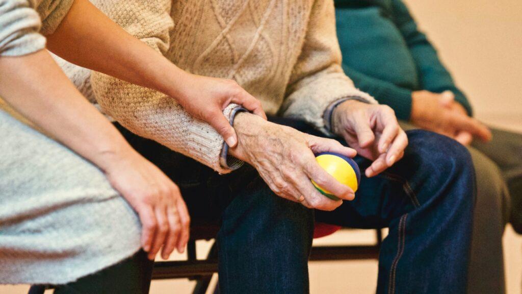 Een Helping Hand helpt ouderen